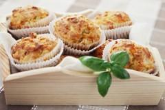 27009044_muffin-salati-con-pancetta-toma-zucchine-0.jpg