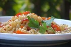 peperone rosso,rametti di prezzemolo,brodo vegetale,l'aglio spellato,filetti di acciuga dall'olio,ricetta,ricette veloci,primi piatti